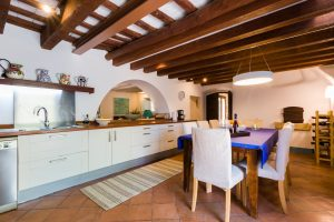 Large Barcelona Villa rent Kitchen