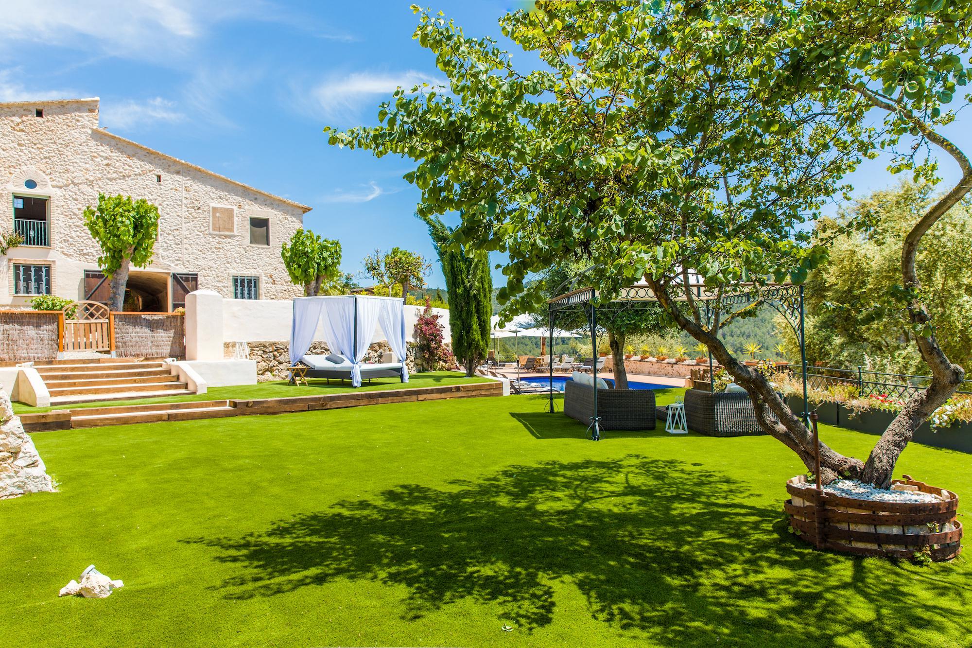 Large Barcelona Villa lawn