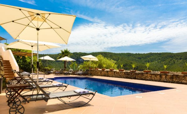 barcelona villa rent swimming pool
