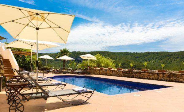 barcelona villa rent swimming pool